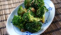 Брокколи с кунжутным соусом - пошаговый рецепт