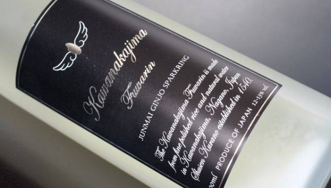 Шампанское саке пенящийся напиток, в котором соединился Запад и Восток