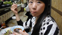 Жестокая трапеза - едят лягушек