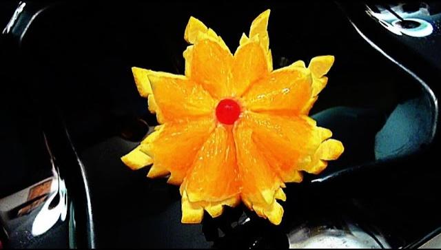 Украшение блюд - цветок из апельсина
