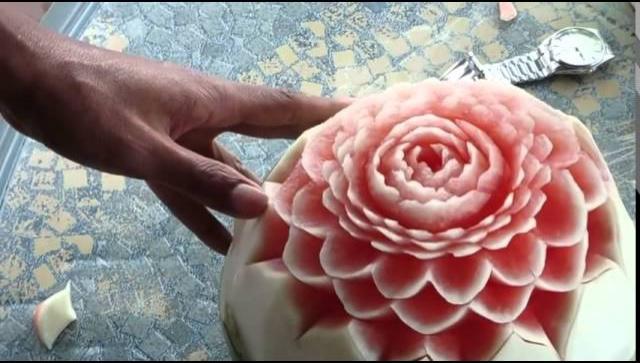 Цветок из арбуза - попробуйте, и у вас получится!