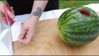 Дрель, арбуз и нож: как красиво приготовить арбузный сок