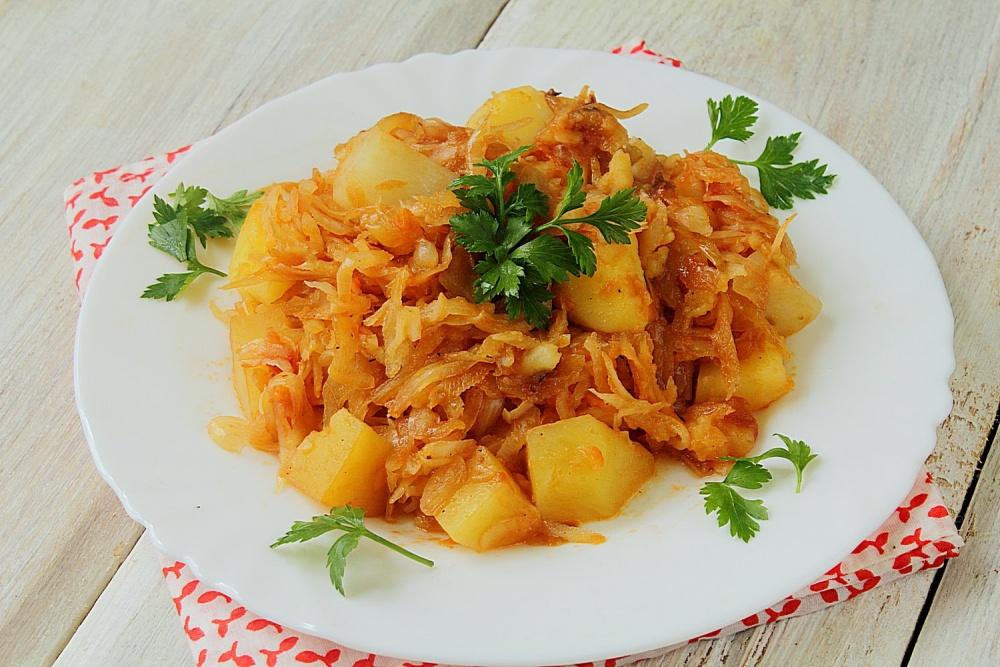 пожарить капусту с картошкой и мясом