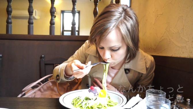 Япония. странная еда - сладкие спагетти с зеленым чаем?! - Видео
