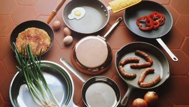 Что делать если на сковородке пригорает пища?!