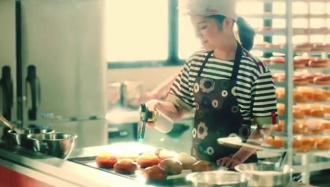 Японская Реклама - Mister Donut  - Creme Brulee Donut