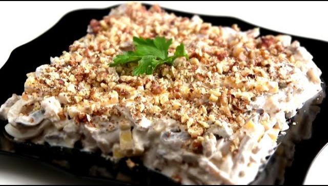 Салат ореховый с кальмарами - Рецепт