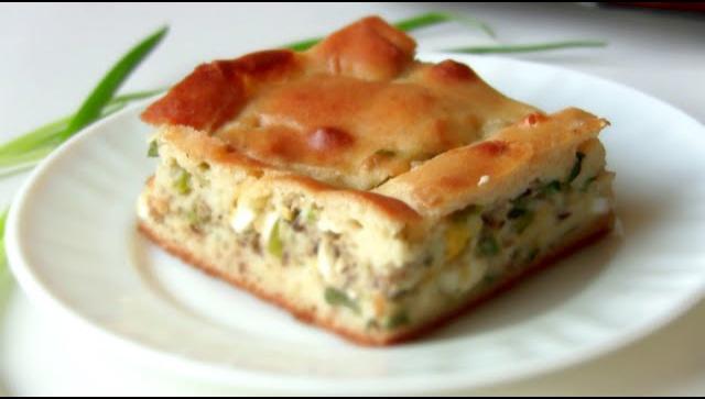 Быстрый рыбный пирог с зеленым луком - Видео-рецепт