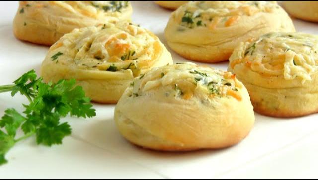 Булочки сырные с зеленью - Видео-рецепт