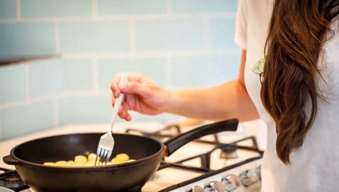 Сырные шарики в томатном соусе - Видео-рецепт