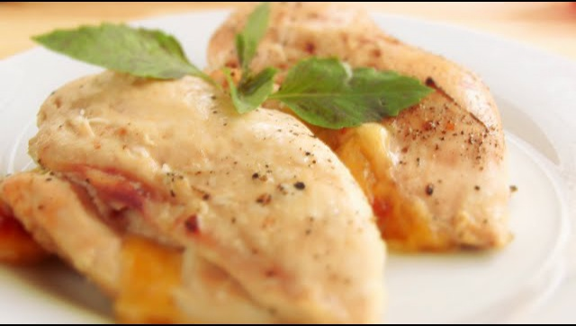 Куриное филе с сыром и помидорами - Видео-рецепт