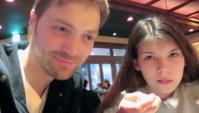 Вероника аппетитно ест вишенку. Ужинаем в ресторане (Видео)
