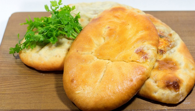 Пироги с сыром и мясом - Видео-рецепт