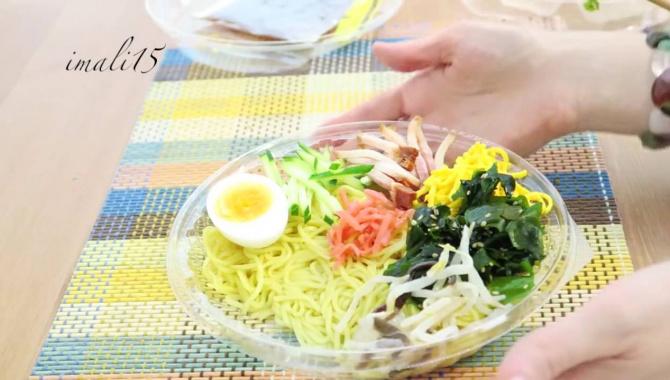 Японская еда. Лапша в коробочке. Едят только летом! (Видео)