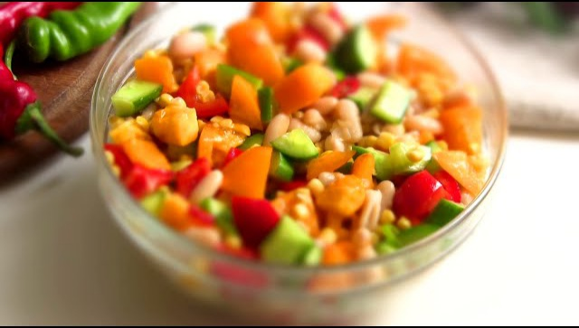 Легкий салат по-мексикански - Видео-рецепт