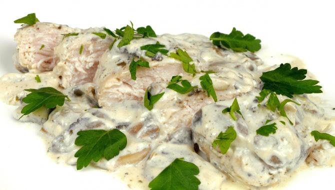 Куриное филе в сливочно-грибном соусе - Видео-рецепт
