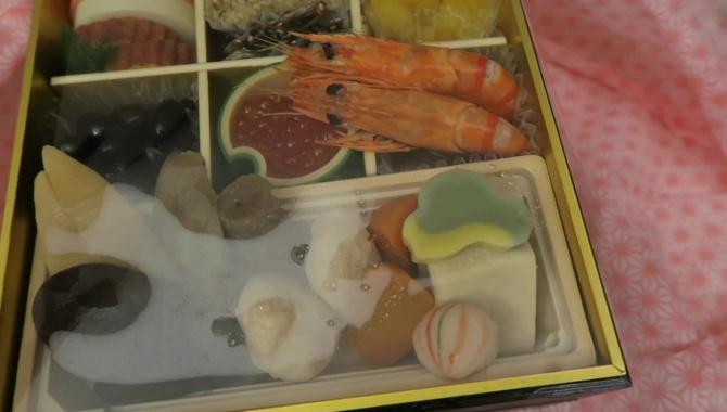 Что японцы едят на новый год? (Видео)