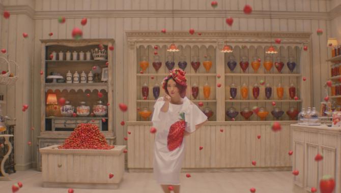 Японская Реклама - Meiji Kajyu Gummy