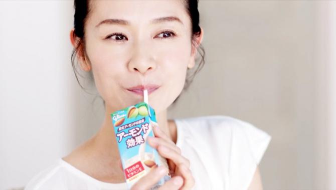 Японская Реклама - Glico Almond Koka