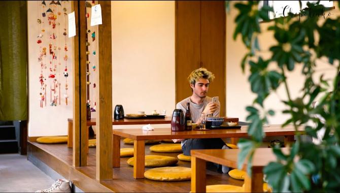 Японская Еда: Соба - Холодные гречневые макароны с видом на гору Фудзияма.