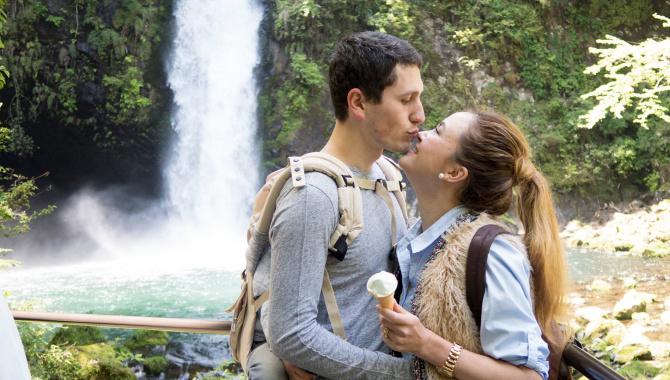 Мороженое из васаби у водопада на полуострове Изу, Япония (Видео)