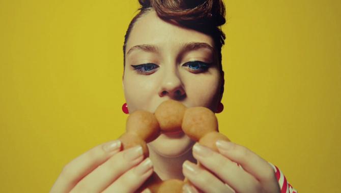 Японская Реклама - Пончики с карри Mister Donut