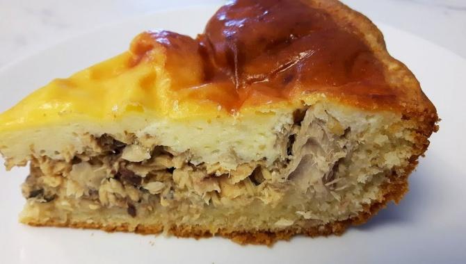 Пирог с консервированной рыбой - Видео-рецепт