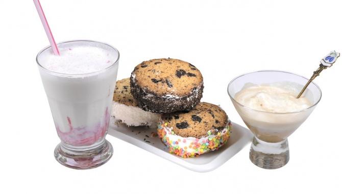 Три десерта с мороженым: сэндвич, аффогато и молочный коктейль (Видео)