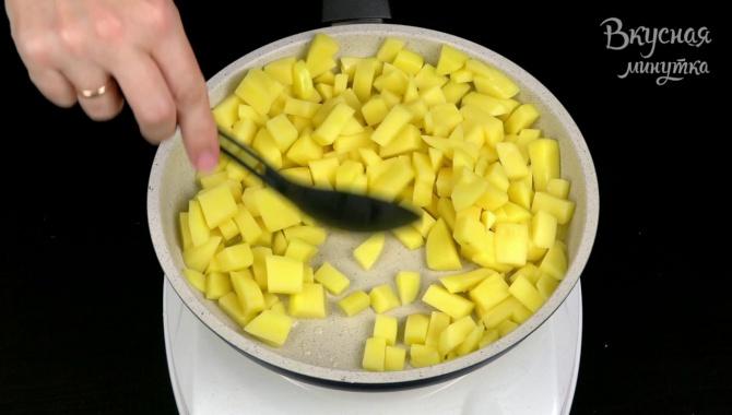 Жареный картофель с баклажанами - Видео-рецепт