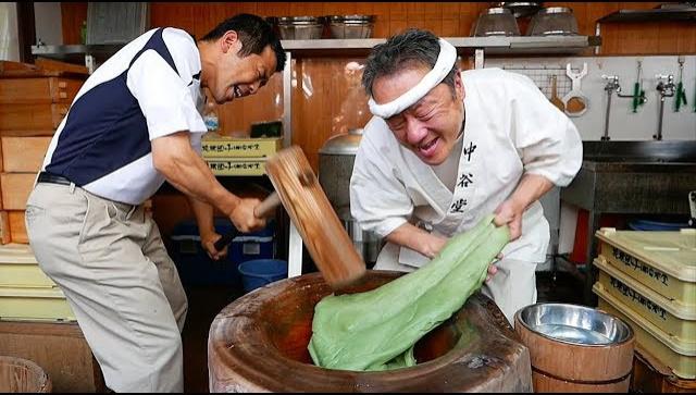 Японская уличная еда - Приготовление Моти (Видео)
