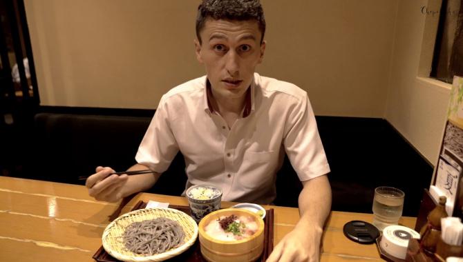 Бизнес ланч - гречневые макароны и сырая рыба. Японская еда для офисных работников (Видео)
