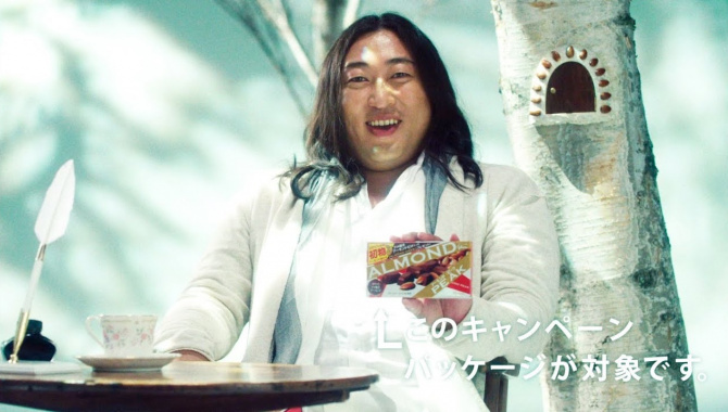 Японская Реклама - Конфеты Glico Almond Peak