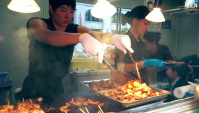 Уличная еда в Японии: фестиваль продуктов питания в Саппоро (Видео)
