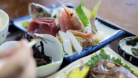 Обед на берегу тихого океана. Японская еда (Видео)