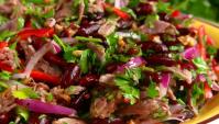 Салат Тбилиси с фасолью и говядиной - Видео-рецепт