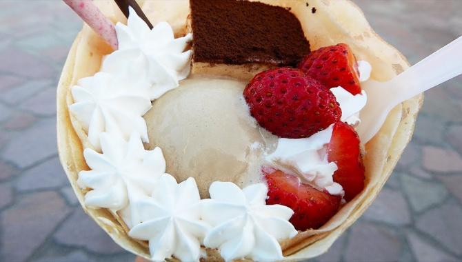 Японская уличная еда - крепы с мороженым (Видео)