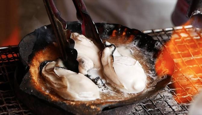 Японская уличная еда - Устрицы, Крабы, Сашими, Тянконабэ, и многое другое (Видео)