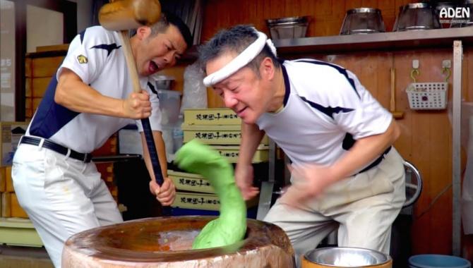 Уличная еда в Японии - Моти (Видео)