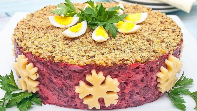 Салат праздничный из свеклы с чесноком, сыром и грецкими орехами - Видео-рецепт