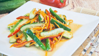 Огурцы по-корейски с морковью и перцем - Видео-рецепт