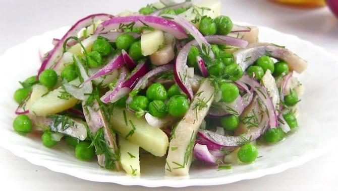 Салат с сельдью - Видео-рецепт