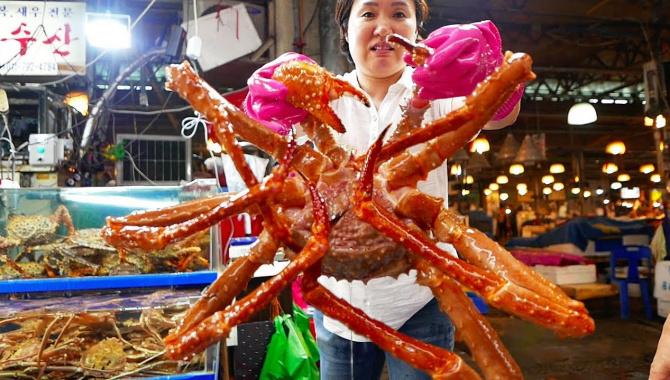 Уличная еда в Корее - Суп с гигантским Королевским крабом (Видео)