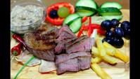 Медальоны из говядины с сырно-грибным соусом - Видео-рецепт