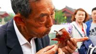 Уличная еда в Китае - конфеты в виде животных (Видео)