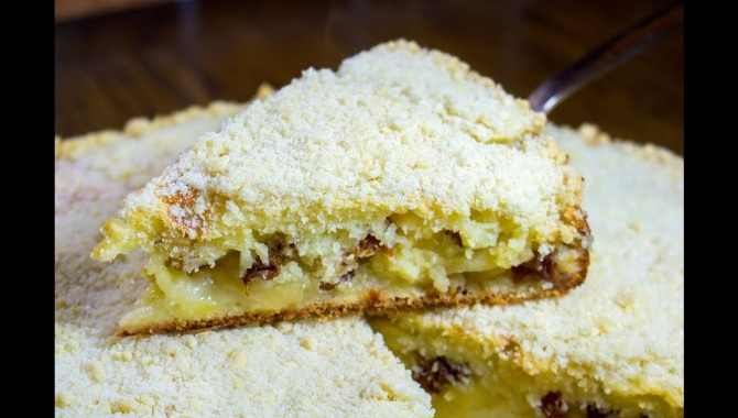 Пирог с изюмом и яблоками - Видео-рецепт