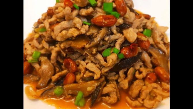 Свинина с арахисом и грибами - Видео-рецепт