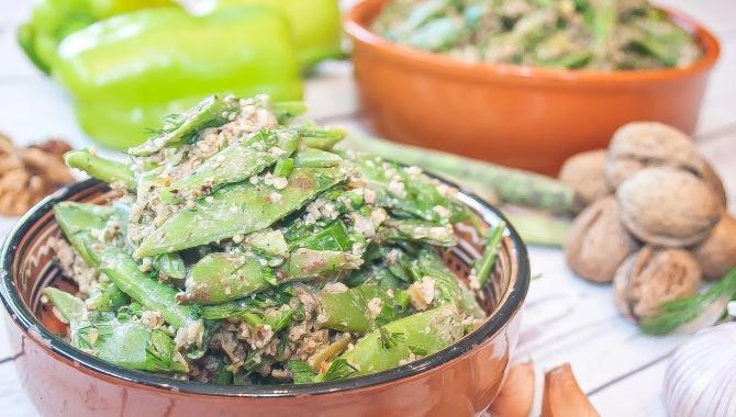 Лобио - зеленая стручковая фасоль с грецкими орехами - Видео-рецепт