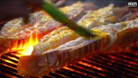 Уличная еда в Тайланде - Омары и гигантские тигровые креветки барбекю (Видео)