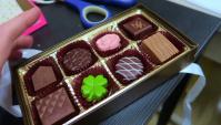 В подарок коробка конфет и на ужин рыба (Видео)