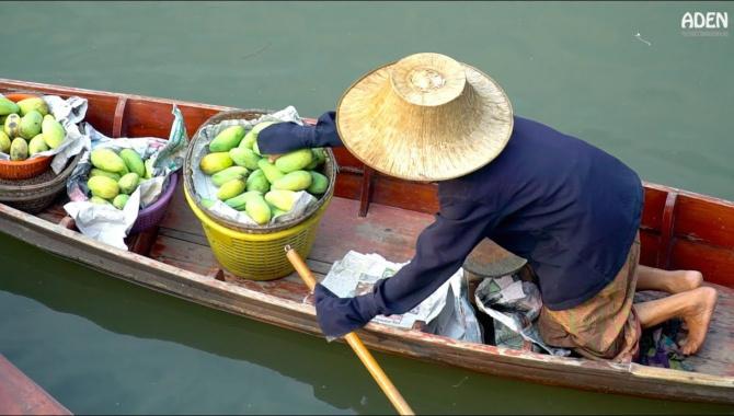 Уличная еда в Тайланде - Плавучий рынок (Видео)